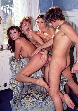 Carmen Shy, Clarisse, Eva Falk y el Voyeur