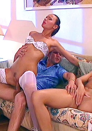 Jennifer Red & Wanda in an Anal Threesome