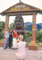 Katia, Gangbang in Kala Nui - thumb 2