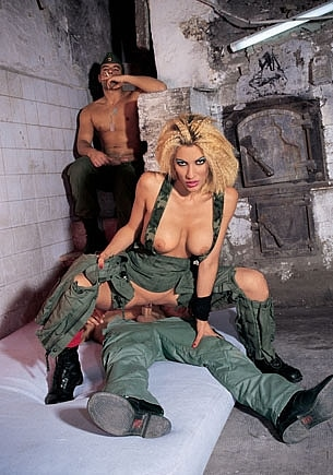 Celia Blanco y los soldados
