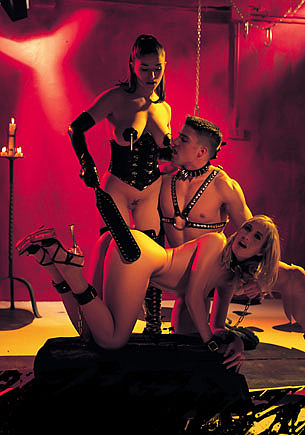Sophie Evans & Pamela Cortés in Domination