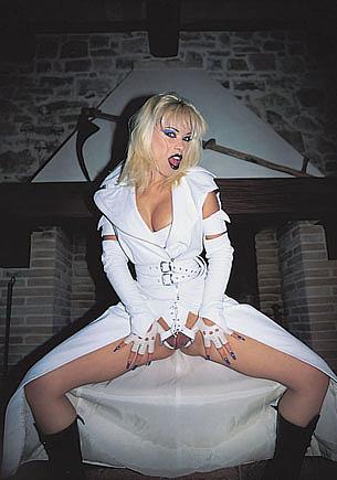 Mika Shirley, Kiss of the White Vamp