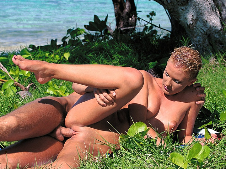 Miss Suzan Relaxes after Work by Having Sex in the Tropics